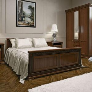 vitt och brunt sovrum med tavla på väggen