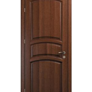 brun dörr med välvda detaljer