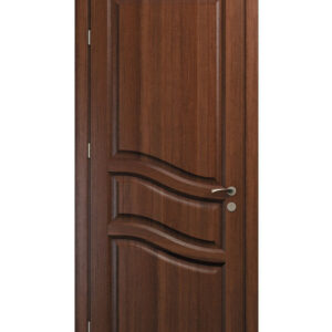 brun dörr med snedskurna detaljer